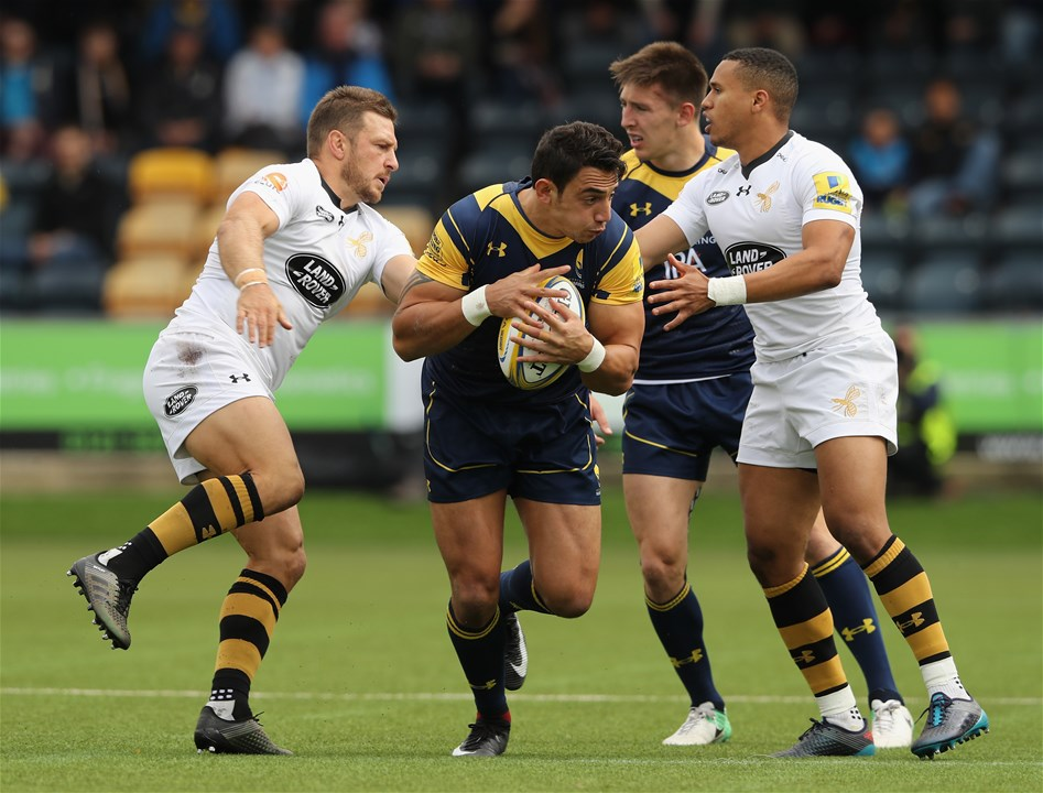 WORCESTER, ENGLAND - SEPTEMBER 10:  Bryce Heem of Worcester is tackled by Jimmy Gopperth (L) and Marcus Watson during the Aviva Premiership match between Worcester Warriors and Wasps at Sixways Stadium on September 10, 2017 in Worcester, England.  (Photo by David Rogers/Getty Images)