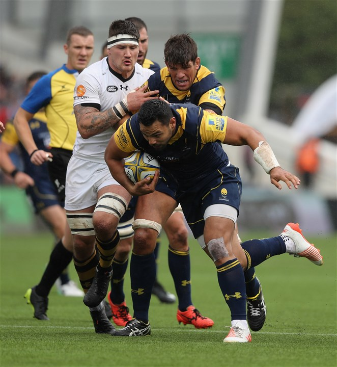 WORCESTER, ENGLAND - SEPTEMBER 10:  Ben Te'o of Worcester charges upfield during the Aviva Premiership match between Worcester Warriors and Wasps at Sixways Stadium on September 10, 2017 in Worcester, England.  (Photo by David Rogers/Getty Images)