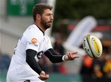WORCESTER, ENGLAND - SEPTEMBER 10:  Willie le Roux of Wasps passes the ball during the Aviva Premiership match between Worcester Warriors and Wasps at Sixways Stadium on September 10, 2017 in Worcester, England.  (Photo by David Rogers/Getty Images)