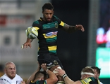 NORTHAMPTON, ENGLAND - SEPTEMBER 15:  Courtney Lawes of Northampton wins the lineout ball during the Aviva Premiership match between Northampton Saints and Bath Rugby at Franklin's Gardens on September 15, 2017 in Northampton, England.  (Photo by David Rogers/Getty Images)