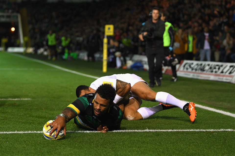 NORTHAMPTON, ENGLAND - SEPTEMBER 15:  Courtney Lawes of Northampton Saints scores a try during the Aviva Premiership match between Northampton Saints and Bath Rugby at Franklin's Gardens on September 15, 2017 in Northampton, England.  (Photo by Shaun Botterill/Getty Images)