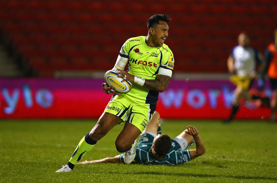 SALFORD, ENGLAND - SEPTEMBER 15:  Denny Solomona of Sale Sharks crosses the line to score a try during the Aviva Premiership match between Sale Sharks and London Irish at AJ Bell Stadium on September 15, 2017 in Salford, England.  (Photo by Alex Livesey/Getty Images)