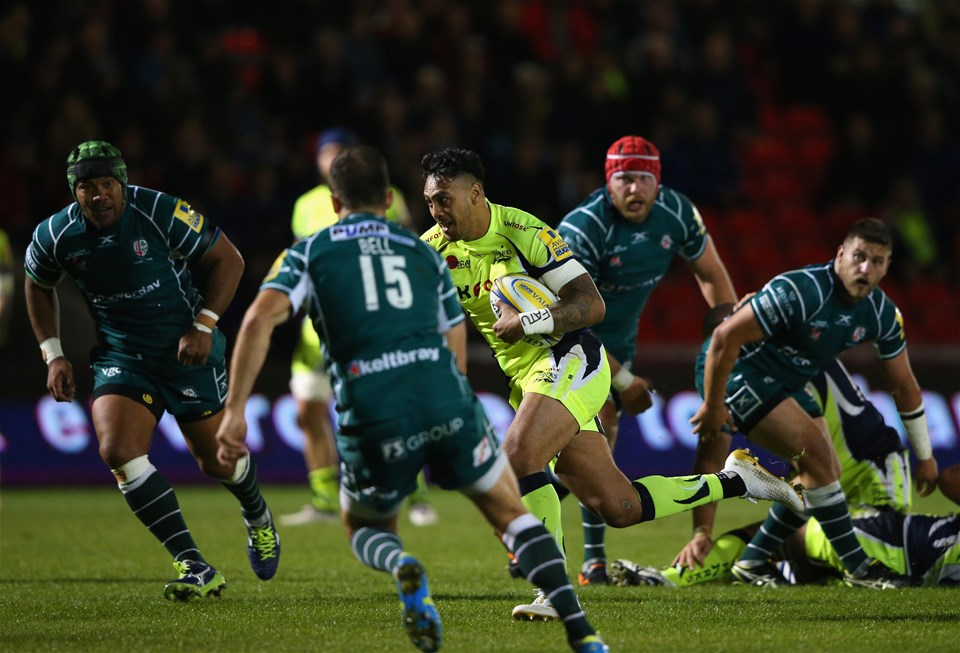 SALFORD, ENGLAND - SEPTEMBER 15:  Denny Solomona of Sale Sharks breaks past the London Irish defence to score a try during the Aviva Premiership match between Sale Sharks and London Irish at AJ Bell Stadium on September 15, 2017 in Salford, England.  (Photo by Alex Livesey/Getty Images)