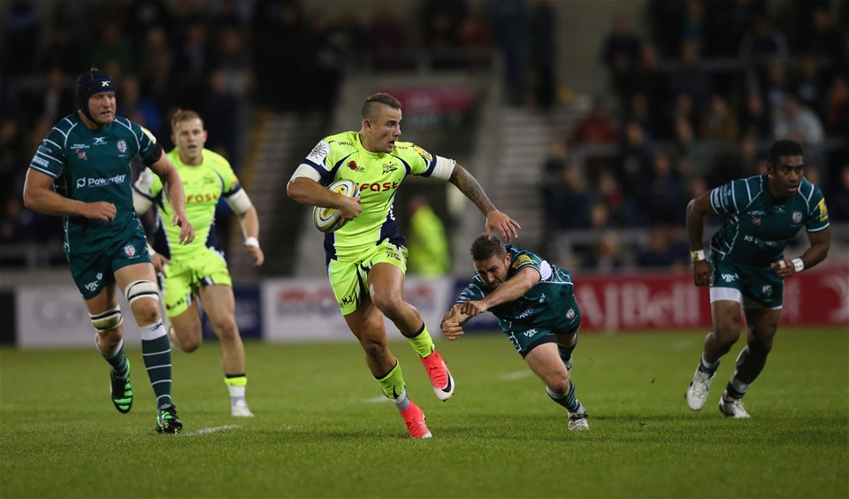 SALFORD, ENGLAND - SEPTEMBER 15:  Mark Jennings of Sale Sharks beats a tackle from Brendan McKibbin of London Irish during the Aviva Premiership match between Sale Sharks and London Irish at AJ Bell Stadium on September 15, 2017 in Salford, England.  (Photo by Alex Livesey/Getty Images)