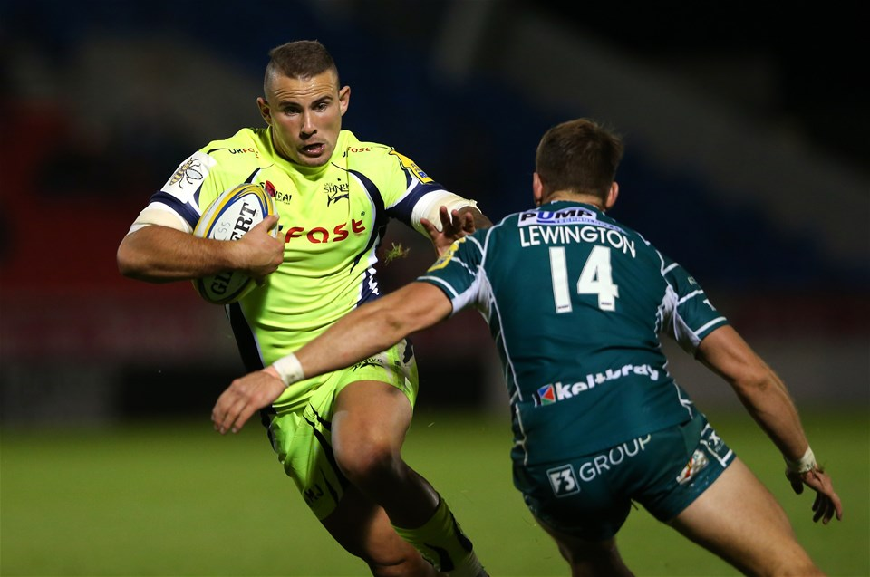 SALFORD, ENGLAND - SEPTEMBER 15:  Mark Jennings of Sale Sharks is tackled by Alex Lewington of London Irish during the Aviva Premiership match between Sale Sharks and London Irish at AJ Bell Stadium on September 15, 2017 in Salford, England.  (Photo by Alex Livesey/Getty Images)