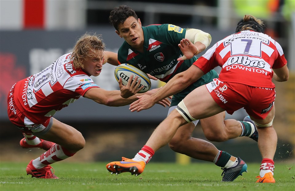LEICESTER, ENGLAND - SEPTEMBER 16:  Matt Toomua of Leicester is tackled by Billy Twelvetrees (L) and Jacob Rowan during the Aviva Premiership match between Leicester Tigers and Gloucester Rugby at Welford Road on September 16, 2017 in Leicester, England.  (Photo by David Rogers/Getty Images)
