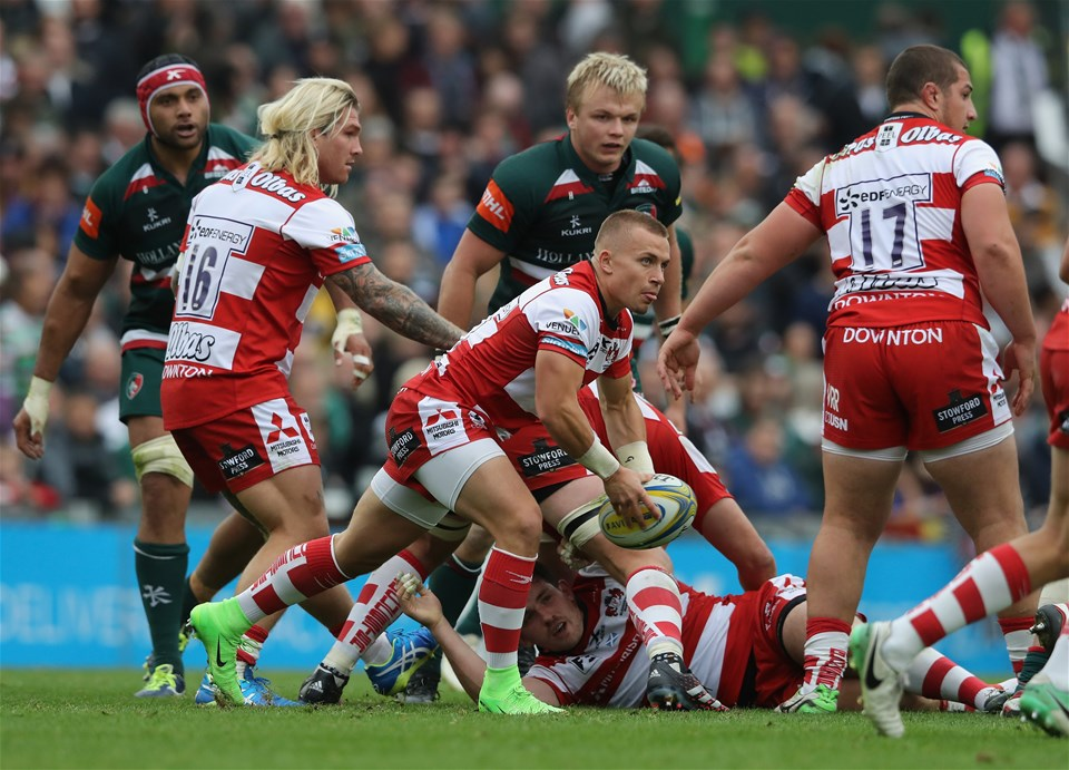 LEICESTER, ENGLAND - SEPTEMBER 16:  Ben Vellacott of Gloucester passes the ball during the Aviva Premiership match between Leicester Tigers and Gloucester Rugby at Welford Road on September 16, 2017 in Leicester, England.  (Photo by David Rogers/Getty Images)