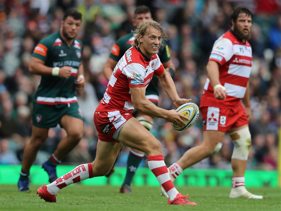 LEICESTER, ENGLAND - SEPTEMBER 16:  Billy Twelvetrees of Gloucester passes the ball during the Aviva Premiership match between Leicester Tigers and Gloucester Rugby at Welford Road on September 16, 2017 in Leicester, England.  (Photo by David Rogers/Getty Images)