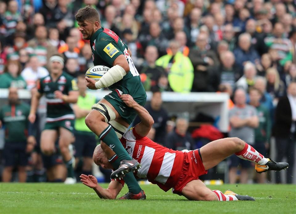 LEICESTER, ENGLAND - SEPTEMBER 16:  Mike Williams of Leicester is tackled by Willi Heinz during the Aviva Premiership match between Leicester Tigers and Gloucester Rugby at Welford Road on September 16, 2017 in Leicester, England.  (Photo by David Rogers/Getty Images)