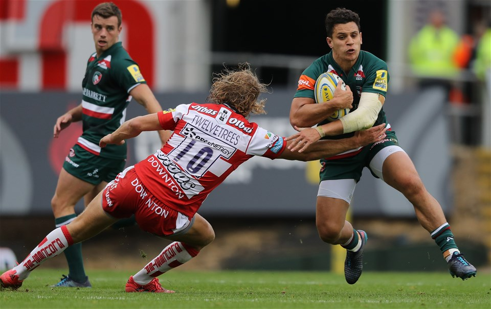 LEICESTER, ENGLAND - SEPTEMBER 16: Matt Toomua of Leicester is tackled by Billy Twelvetress  during the Aviva Premiership match between Leicester Tigers and Gloucester Rugby at Welford Road on September 16, 2017 in Leicester, England.  (Photo by David Rogers/Getty Images)