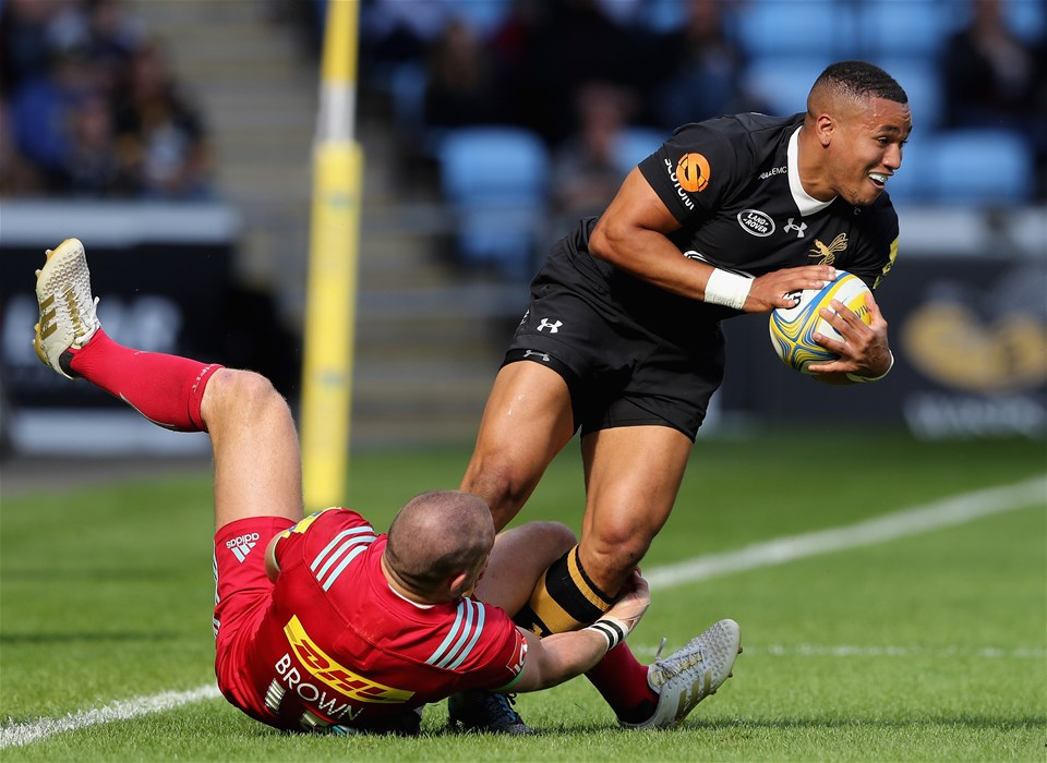 COVENTRY, ENGLAND - SEPTEMBER 17:  Marcus Watson of Wasps is tackled by Mike Brown during the Aviva Premiership match between Wasps and Harlequins at The Ricoh Arena on September 17, 2017 in Coventry, England.  (Photo by David Rogers/Getty Images)