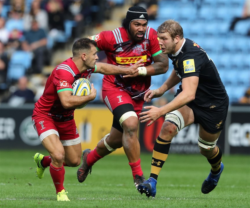 COVENTRY, ENGLAND - SEPTEMBER 17: Danny Care of Harlequins takes on Joe Launchbury during the Aviva Premiership match between Wasps and Harlequins at The Ricoh Arena on September 17, 2017 in Coventry, England.  (Photo by David Rogers/Getty Images)