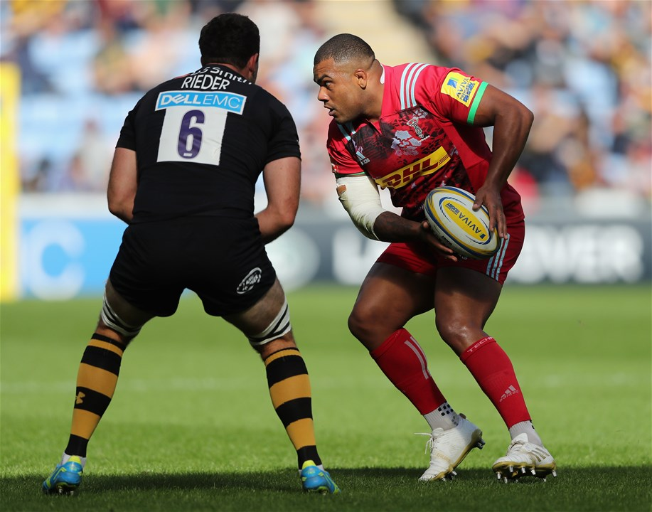 COVENTRY, ENGLAND - SEPTEMBER 17:  Kyle Sinckler of Harlequins takes on Alex Rieder during the Aviva Premiership match between Wasps and Harlequins at The Ricoh Arena on September 17, 2017 in Coventry, England.  (Photo by David Rogers/Getty Images)