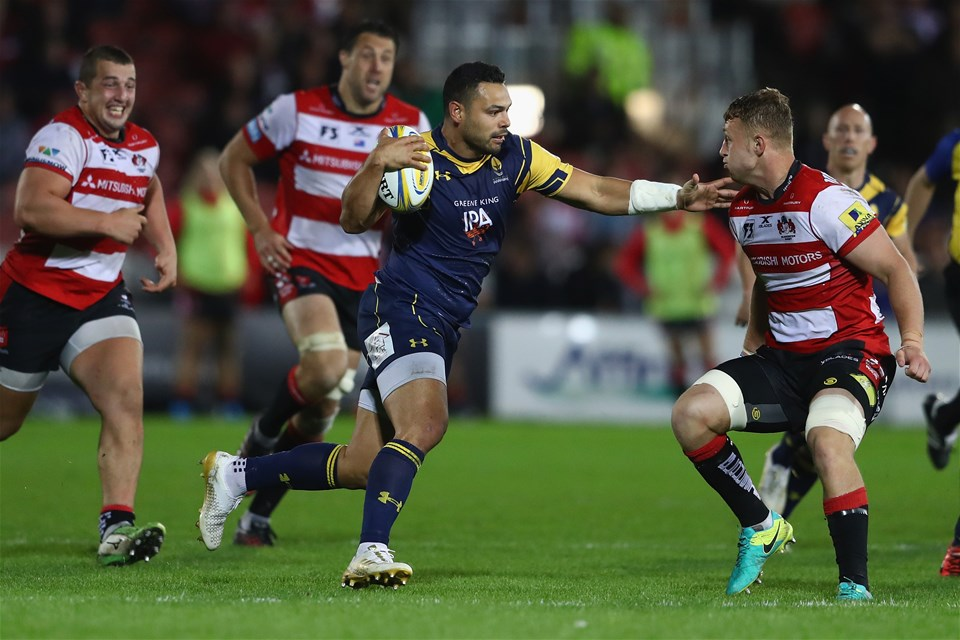 GLOUCESTER, ENGLAND - SEPTEMBER 22:  Ben Te'o of Worcester hands off Ruan Ackermann (R) of Gloucester during the Aviva Premiership match between Gloucester Rugby and Worcester Warriors at Kingsholm Stadium on September 22, 2017 in Gloucester, England.  (Photo by Michael Steele/Getty Images)