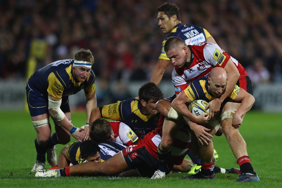 GLOUCESTER, ENGLAND - SEPTEMBER 22:  Peter Stringer of Worcester Warriors is held up by the Gloucester defence during the Aviva Premiership match between Gloucester Rugby and Worcester Warriors at Kingsholm Stadium on September 22, 2017 in Gloucester, England.  (Photo by Michael Steele/Getty Images)