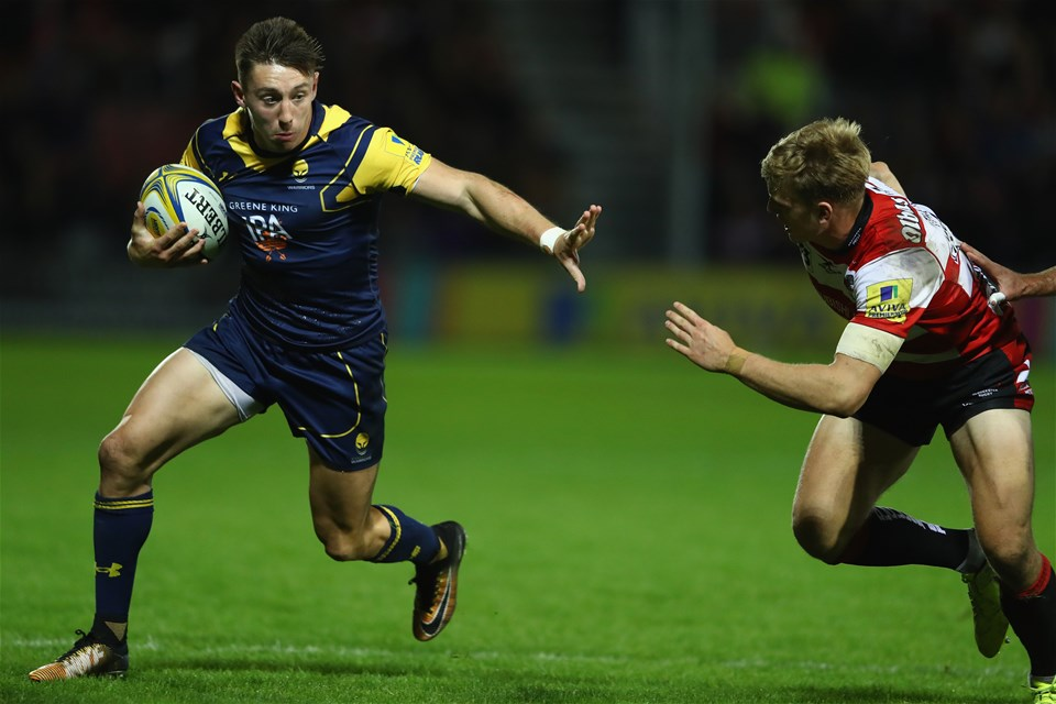 GLOUCESTER, ENGLAND - SEPTEMBER 22:  Perry Humphreys (L) of Worcester Warriors holds off Ollie Thorley of Gloucester during the Aviva Premiership match between Gloucester Rugby and Worcester Warriors at Kingsholm Stadium on September 22, 2017 in Gloucester, England.  (Photo by Michael Steele/Getty Images)