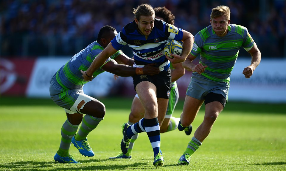 BATH, ENGLAND - SEPTEMBER 23: Max Clark of Bath Rugby looks to break past Vereniki Goneva of Newcastle Falcons during the Aviva Premiership match between Bath Rugby and Newcastle Falcons at the Recreation Ground on September 23, 2017 in Bath, England. (Photo by Harry Trump/Getty Images)