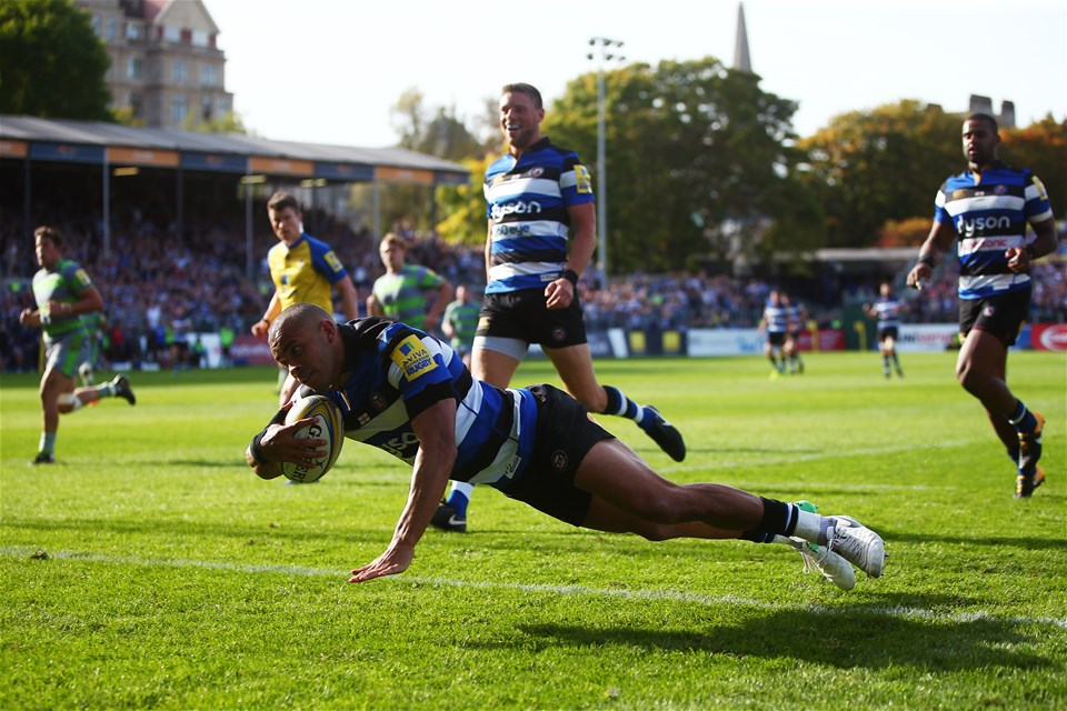 BATH, ENGLAND - SEPTEMBER 23:  Jonathan Joseph of Bath touches down a try during the Aviva Premiership match between Bath Rugby and Newcastle Falcons at Recreation Ground on September 23, 2017 in Bath, England.  (Photo by Jordan Mansfield/Getty Images)
