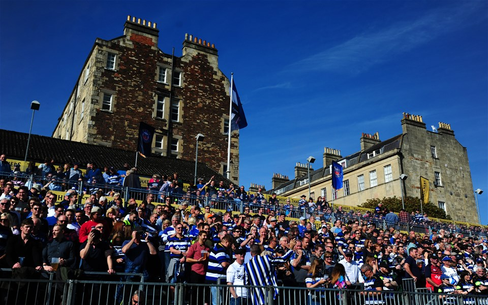 BATH, ENGLAND - SEPTEMBER 23: Bath Fans look on prior to the start during the Aviva Premiership match between Bath Rugby and Newcastle Falcons at the Recreation Ground on September 23, 2017 in Bath, England. (Photo by Harry Trump/Getty Images)