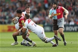 LONDON, ENGLAND - SEPTEMBER 23:  Marcus Smith of Harlequins cuts inside Dominic Ryan of Leicester Tigers and Mike Williams of Leicester Tigers  during the Aviva Premiership match between Harlequins and Leicester Tigers at Twickenham Stoop on September 23, 2017 in London, England.  (Photo by Christopher Lee/Getty Images)