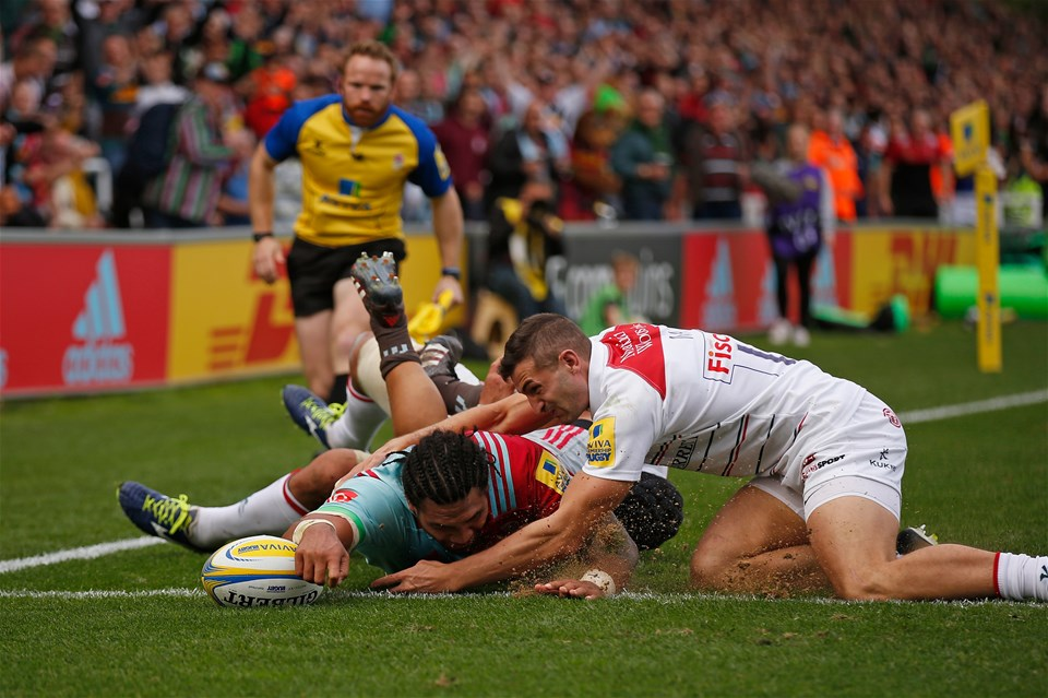LONDON, ENGLAND - SEPTEMBER 23: Mat Luamanu of Harlequins scores a try during the Aviva Premiership match between Harlequins and Leicester Tigers at Twickenham Stoop on September 23, 2017 in London, England. (Photo by Steve Bardens/Getty Images for Harlequins)