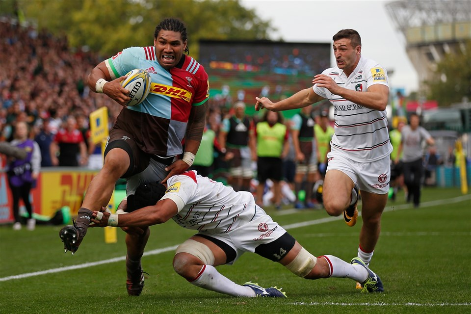 LONDON, ENGLAND - SEPTEMBER 23: Mat Luamanu of Harlequins breaks away to score a try during the Aviva Premiership match between Harlequins and Leicester Tigers at Twickenham Stoop on September 23, 2017 in London, England. (Photo by Steve Bardens/Getty Images for Harlequins)