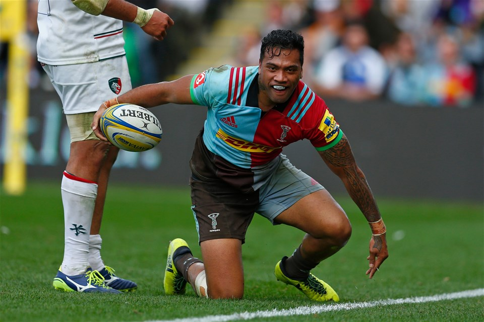 LONDON, ENGLAND - SEPTEMBER 23: Alofa Alofa of Harlequins celebrates scoring a try during the Aviva Premiership match between Harlequins and Leicester Tigers at Twickenham Stoop on September 23, 2017 in London, England. (Photo by Steve Bardens/Getty Images for Harlequins)
