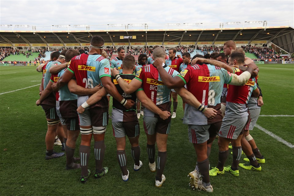 LONDON, ENGLAND - SEPTEMBER 23: The Harlequins players form a huddle after the Aviva Premiership match between Harlequins and Leicester Tigers at Twickenham Stoop on September 23, 2017 in London, England. (Photo by Steve Bardens/Getty Images for Harlequins)