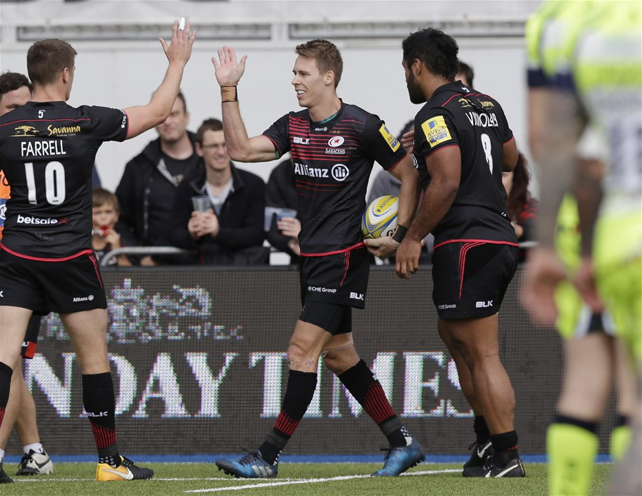 BARNET, ENGLAND - SEPTEMBER 23: Liam Williams of Saracens celebrates with team mates after scoring their second try during the Aviva Premiership match between Saracens and Sale Sharks at Allianz Park on September 23, 2017 in Barnet, England. (Photo by Henry Browne/Getty Images)