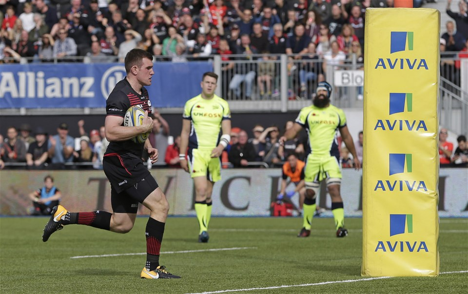 BARNET, ENGLAND - SEPTEMBER 23: Ben Spencer of Saracens runs in to score their first try during the Aviva Premiership match between Saracens and Sale Sharks at Allianz Park on September 23, 2017 in Barnet, England. (Photo by Henry Browne/Getty Images)