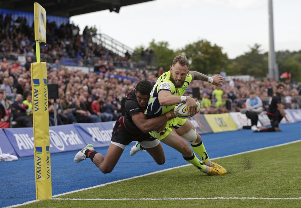 BARNET, ENGLAND - SEPTEMBER 23: Byron McGuigan of Sale Sharks scores their first try despite the efforts of Nathan Earle of Saracens during the Aviva Premiership match between Saracens and Sale Sharks at Allianz Park on September 23, 2017 in Barnet, England. (Photo by Henry Browne/Getty Images)