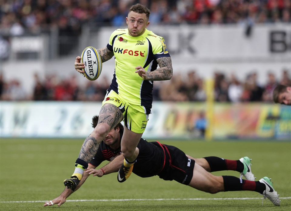 BARNET, ENGLAND - SEPTEMBER 23: Josh Charnley of Sale Sharks and Marcelo Bosch of Saracens during the Aviva Premiership match between Saracens and Sale Sharks at Allianz Park on September 23, 2017 in Barnet, England. (Photo by Henry Browne/Getty Images)