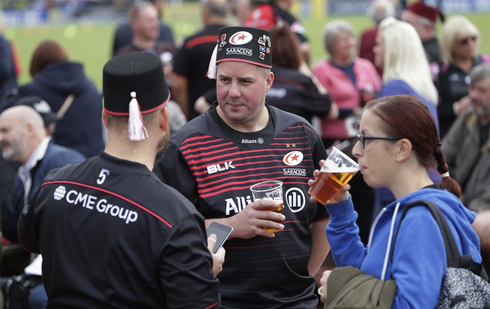 BARNET, ENGLAND - SEPTEMBER 23: Fans at the Aviva Premiership match between Saracens and Sale Sharks at Allianz Park on September 23, 2017 in Barnet, England. (Photo by Henry Browne/Getty Images)